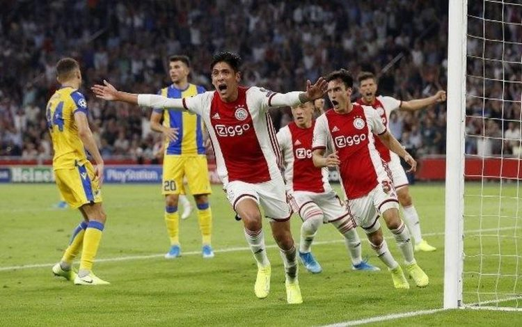 Hậu vệ Edson Álvarez ăn mừng chiến thắng