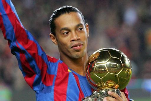 Không thể thiếu huyền thoại Ronaldinho