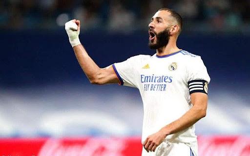 Cầu thủ Karim Benzema nắm giữ vị trí tiền đạo cho Real Madrid